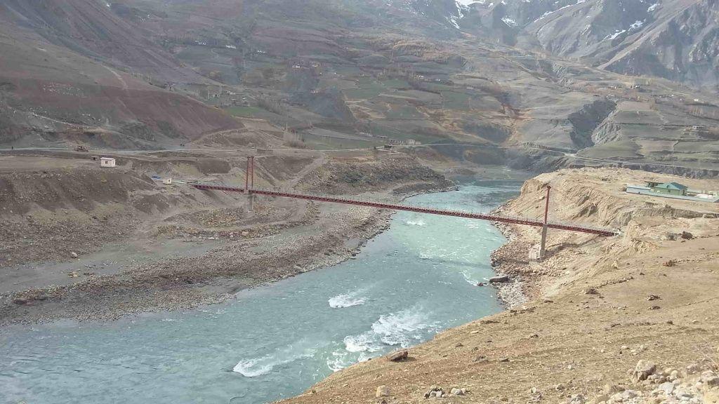 Мост соединяющий два берега.jpg
