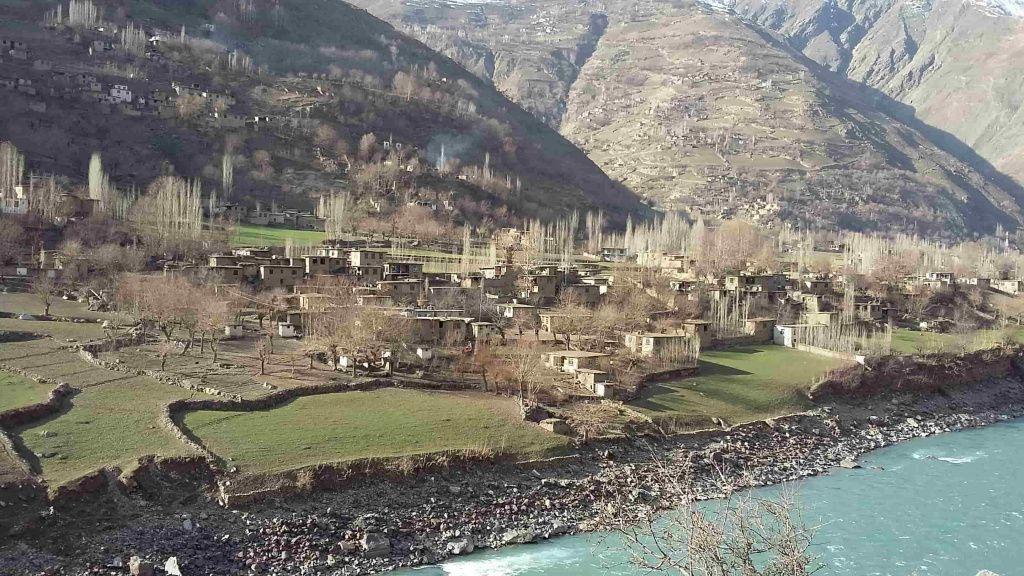 Река Пяндж. Афганский кишлак. jpg